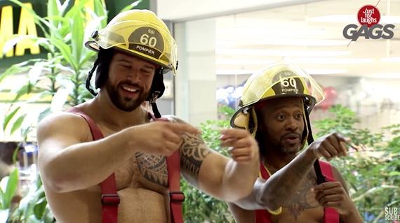 Striptíz hasičov