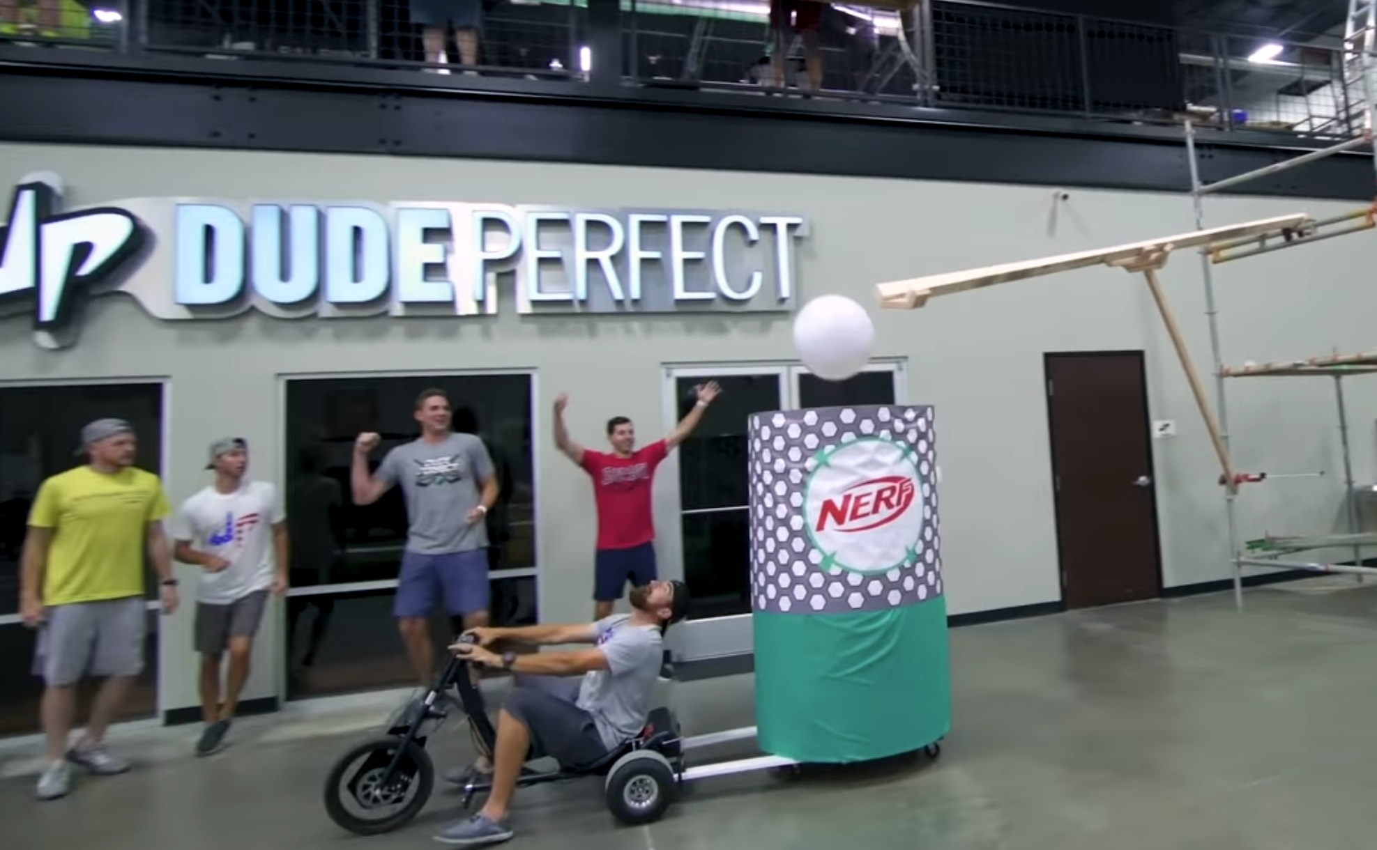 Dude Perfect zhrnuli rok 2018
