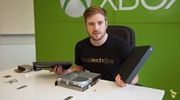 Ukážka zloženia Xbox One X konzoly