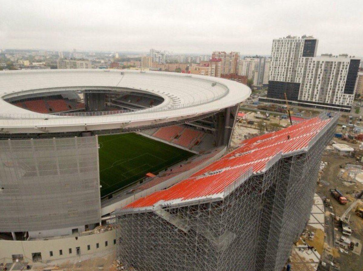 Keď v Rusku potrebujú pridať pár sedadiel k štadiónu