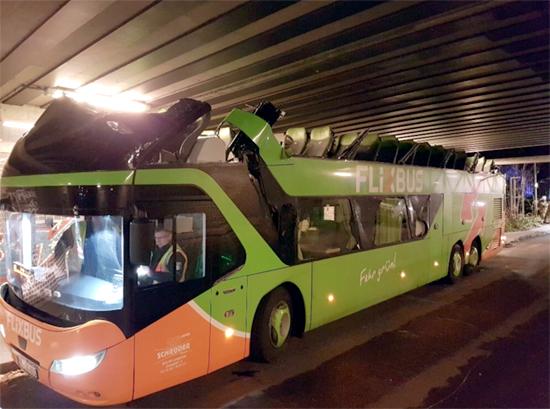 Ako sa spraví z autobusu kabriolet?