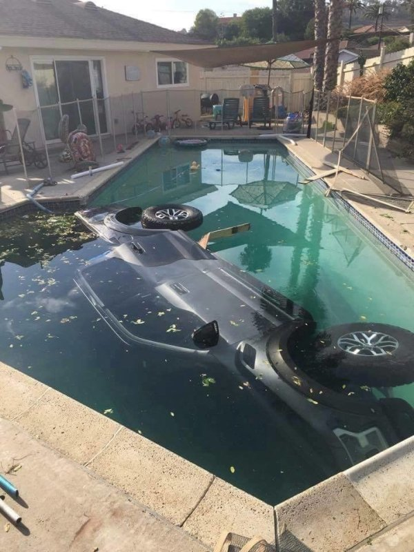 Zase manželka parkovala
