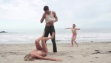Keď na pláži fotí Kate Upton