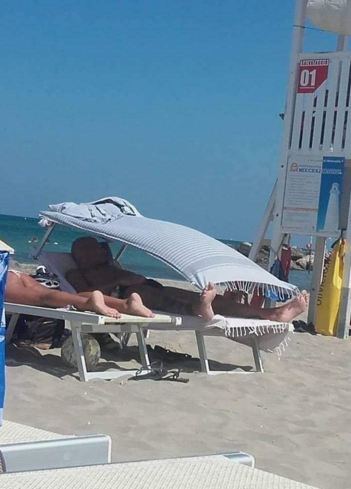 Keď idete na pláž, len preto, lebo vás žena donútila