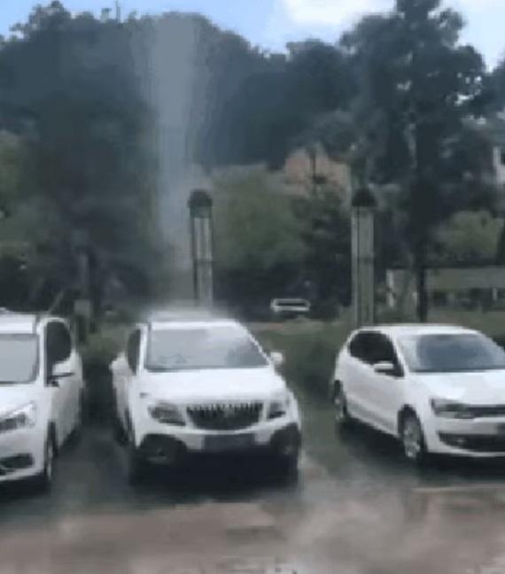 Niekomu tam hore sa nepáči vaše špinavé auto