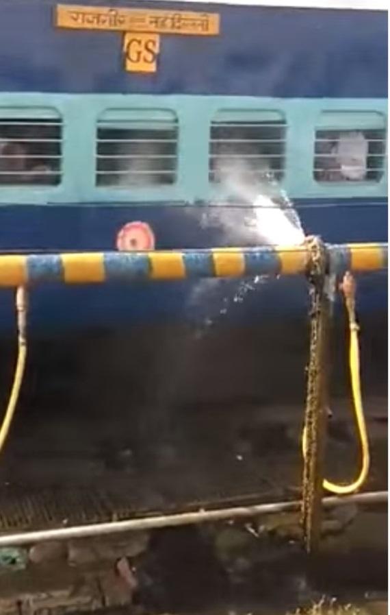 Keď máte sprchu v cene lístka