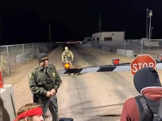 Nájazd na Areu 51 zastavila jedna brána a jeden pes