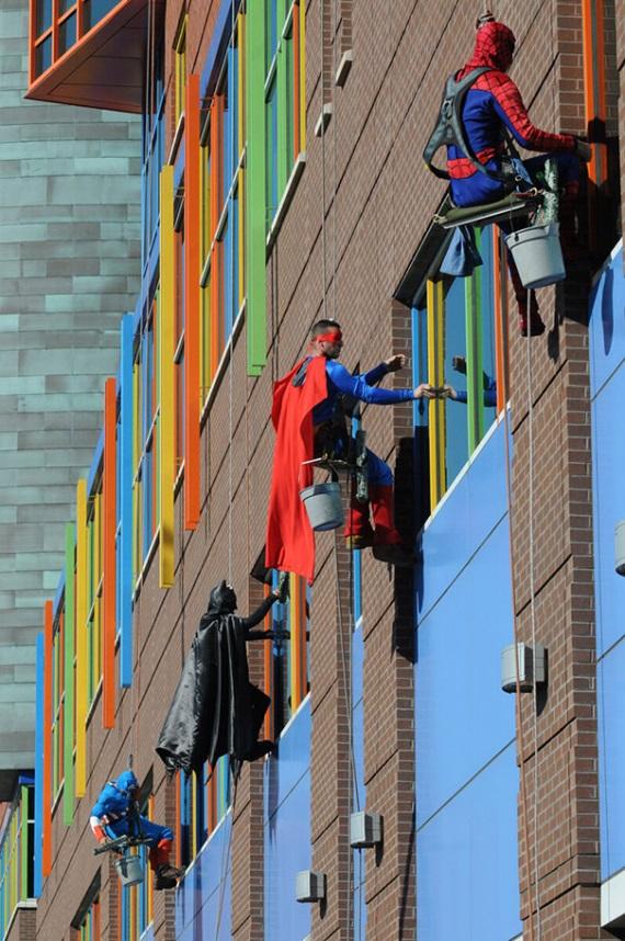 Superhrdinovia dostali pr�cu