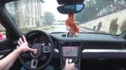 Doom už funguje aj v Porsche aute