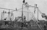 Takto vyzerali detské ihriská v roku 1920