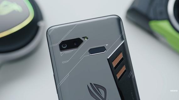 Prvý pohľad na herný Asus ROG Phone