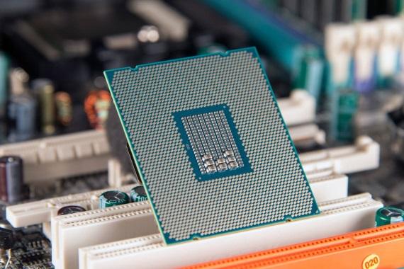 Intel vydá Core i9-9900K, Core i7-9700K, Core i5-9600K  v októbri