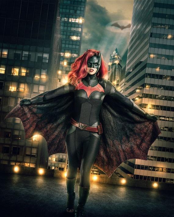 TV: Prvý pohľad na Ruby Rose ako Batwoman