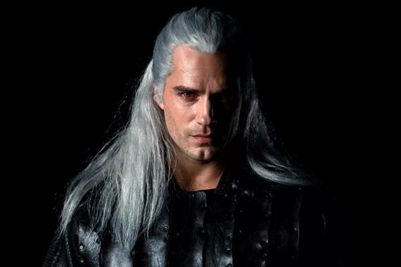 Prvý pohľad na Henryho Cavilla ako Geralta