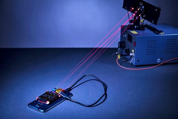 Bude laserové nabíjanie mobilov budúcnosťou nabíjania?