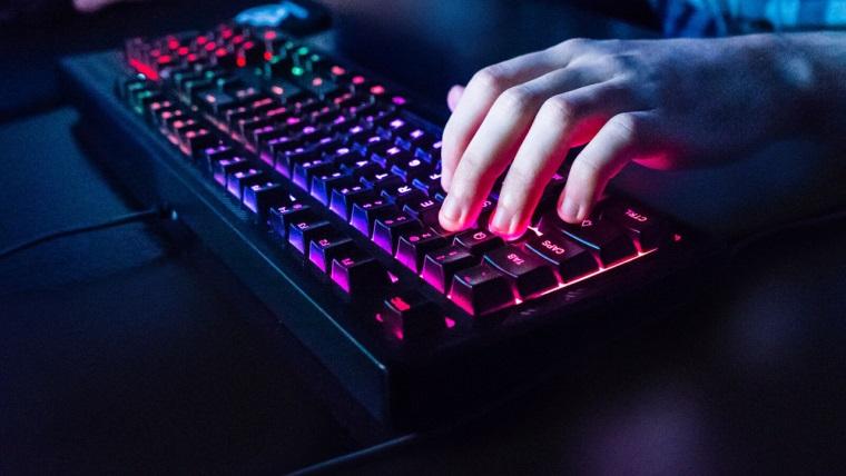 Akú kvalitnú klávesnicu kúpiť k hernému PC  31fb436df6b