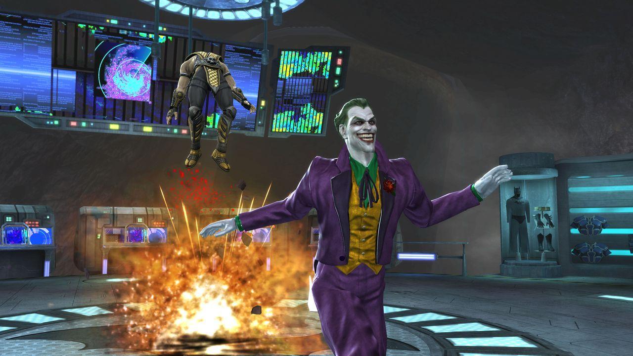 Mortal Kombat vs DC Universe si dávajú do držky