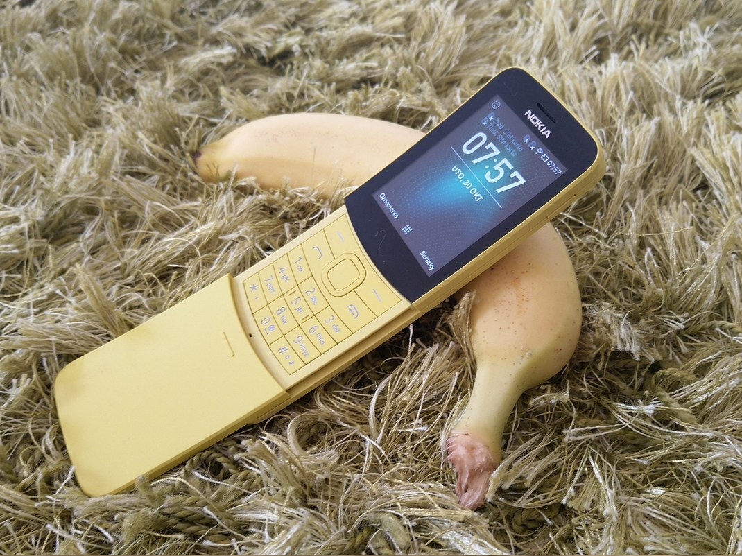 Nokia 8110 4G - banana phone